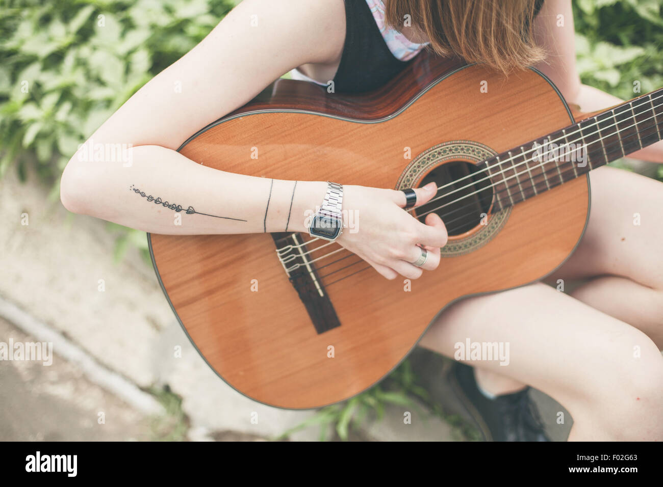 Close-up of a woman playing the guitar - Stock Image