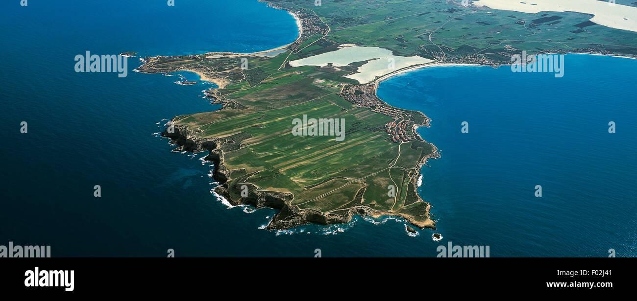 Aerial view of the peninsula between Sa Rocca Tunda and Putzu Idu - Oristano province, Sardinia, Italy. - Stock Image