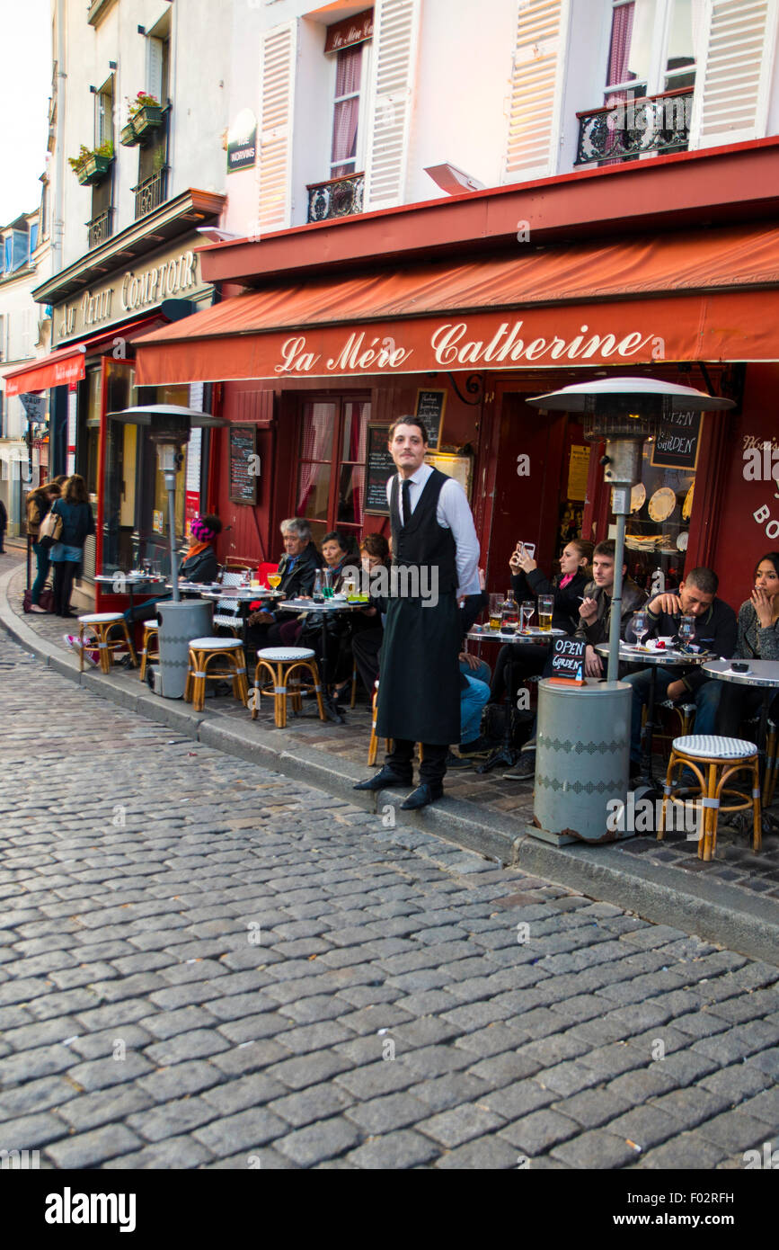 Waiter standing outside Le Mere Catherine Cafe, Paris - Stock Image
