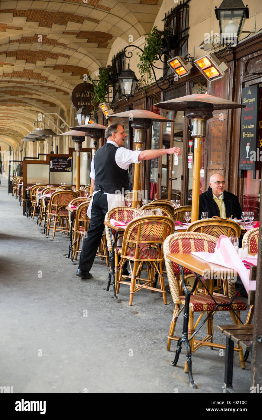 Waiter in Brasserie Mutzig, Paris, France - Stock Image