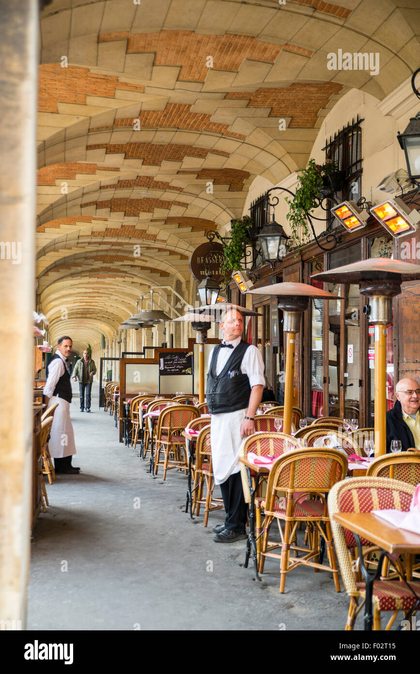Waiters in Brasserie Mutzig, Paris, France - Stock Image