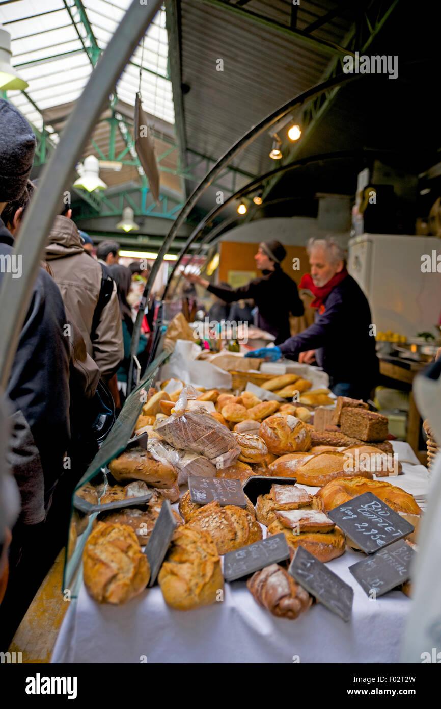 Bread being sold at Marche des Enfants Rouges, Paris market Stock Photo