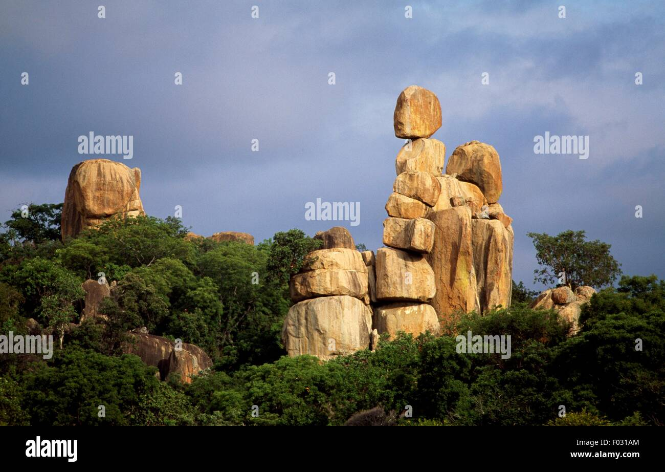 Mother and child, balancing rock formation from weathered granite, Matobo National Park (UNESCO World Heritage List, - Stock Image