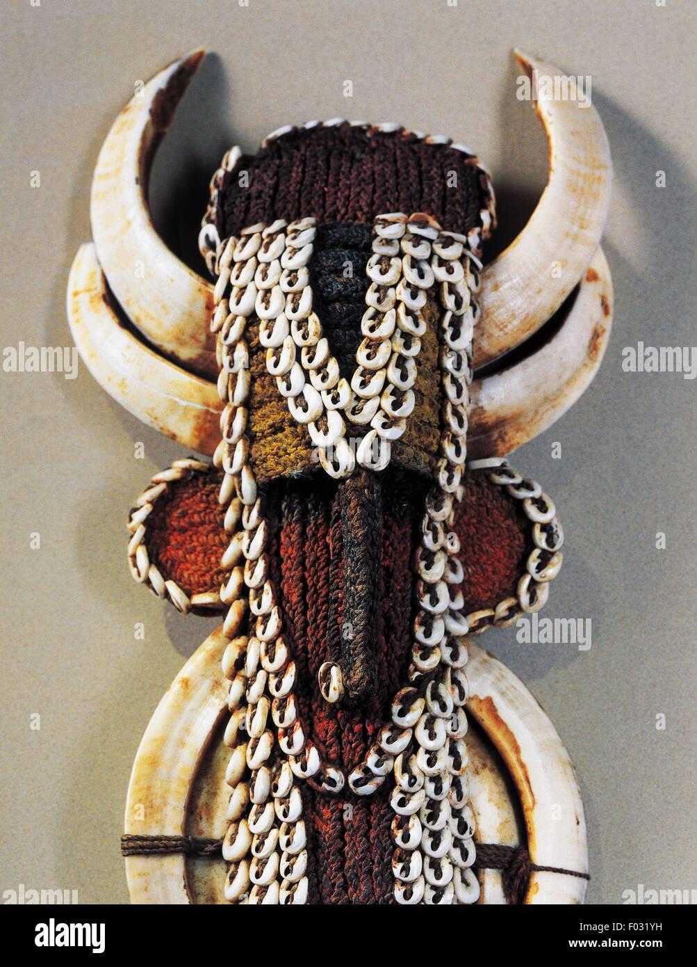Kara-Ut, men's pendant in shell, teeth, fibre and feathers, Abelam, Papua New Guinea. Detail. - Stock Image