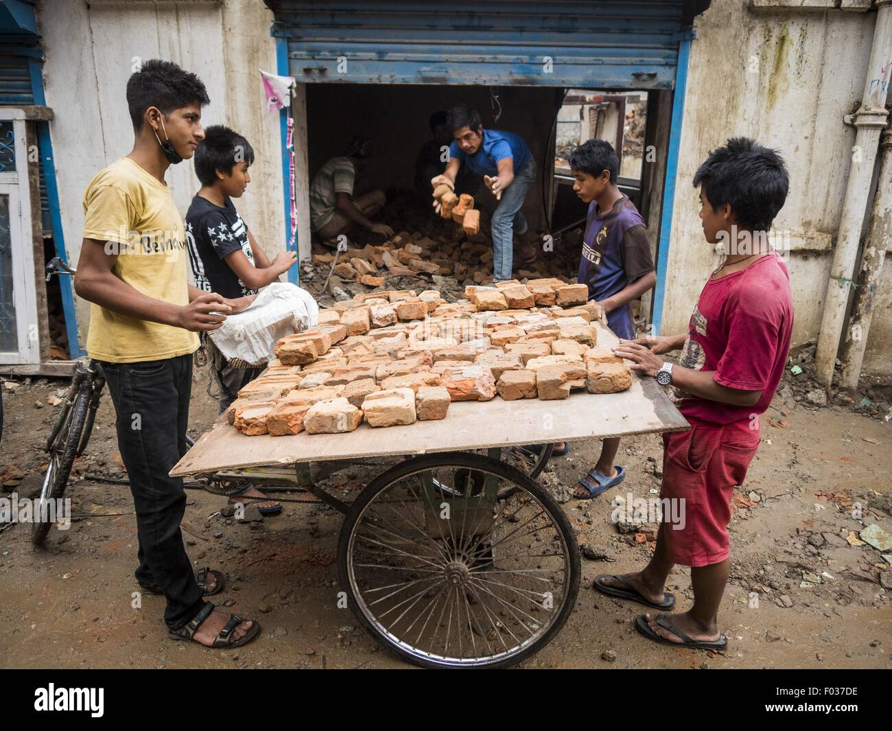 Kathmandu, Nepal. 6th Aug, 2015. Laborers recycle bricks from a house in Kathmandu that was destroyed in the Nepal - Stock Image