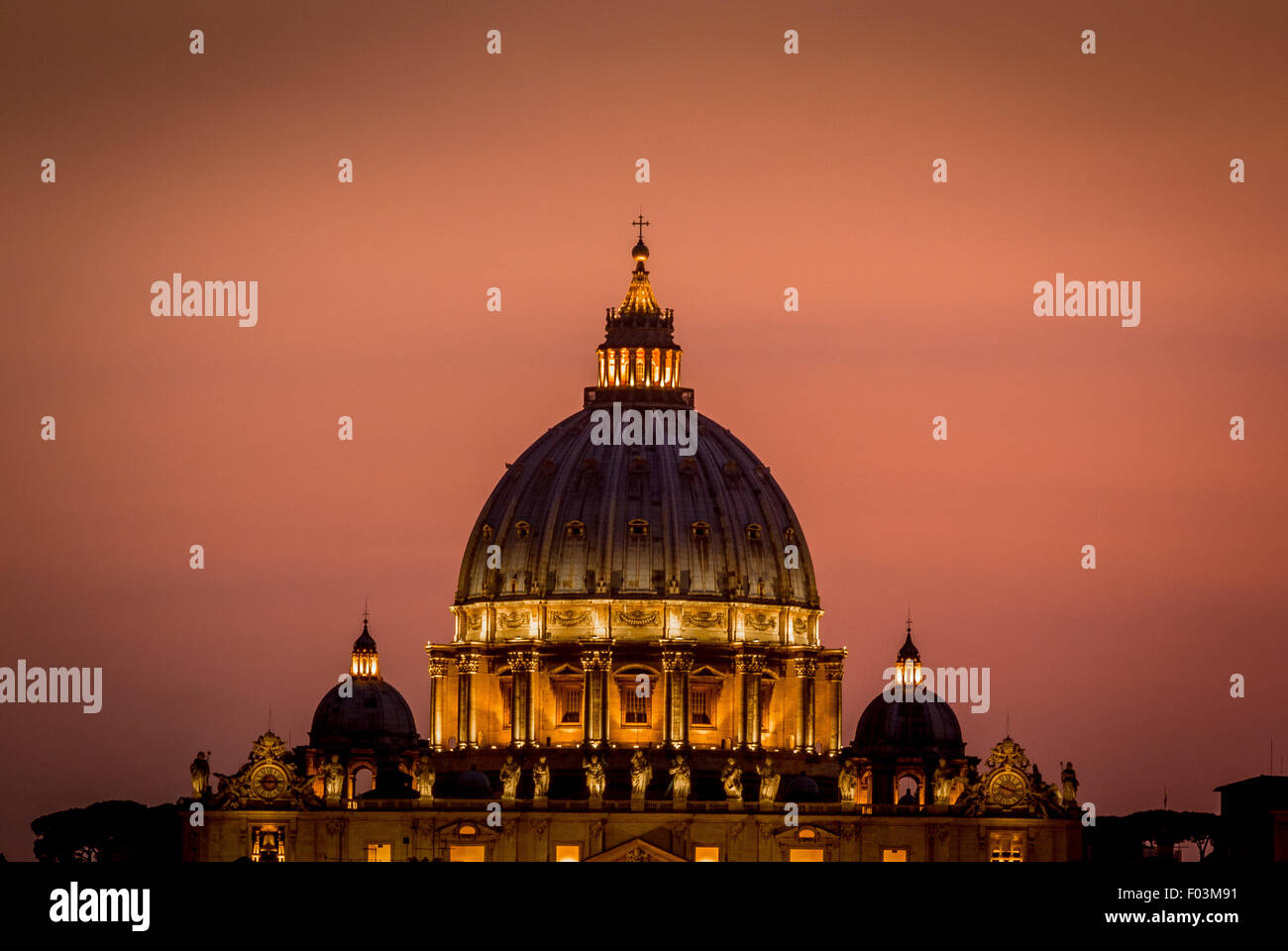 St Peter's Basilica. Vatican City at night, Rome. Italy. - Stock Image