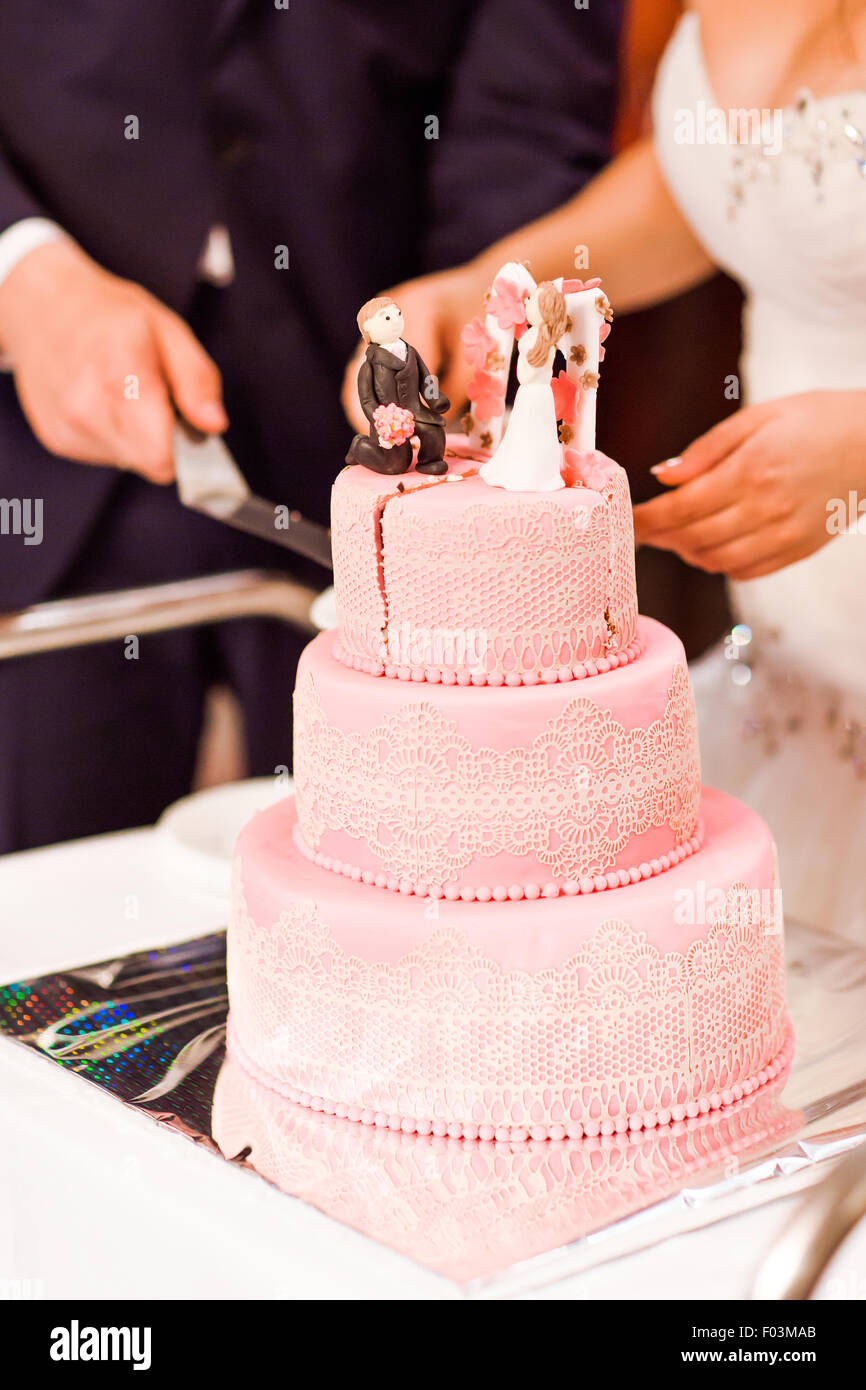 Four Tiered Cake Stock Photos & Four Tiered Cake Stock Images - Alamy