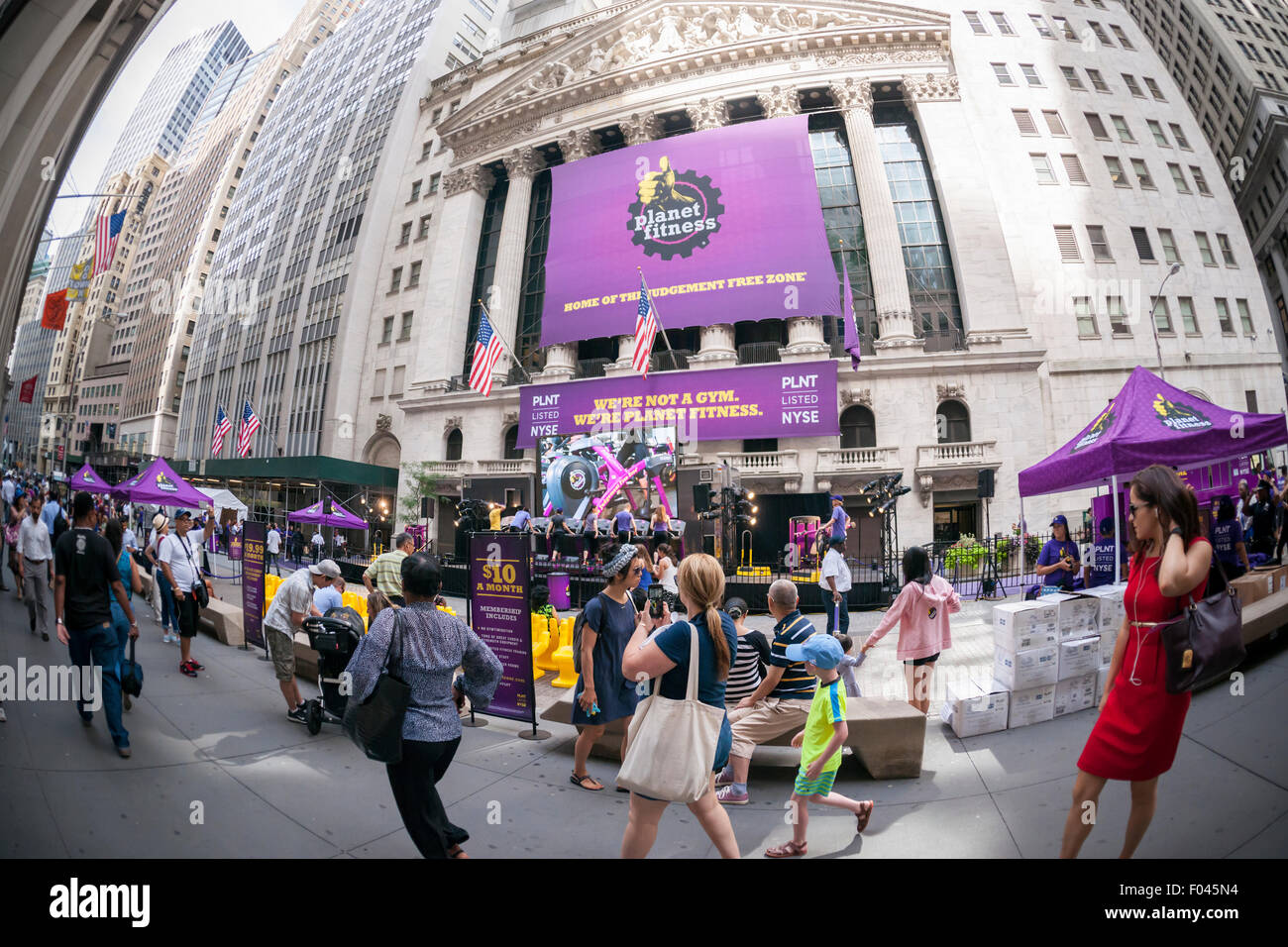 New York, USA. 6th Aug, 2015. The New York Stock Exchange is decorated for the Planet Fitness initial public offering - Stock Image