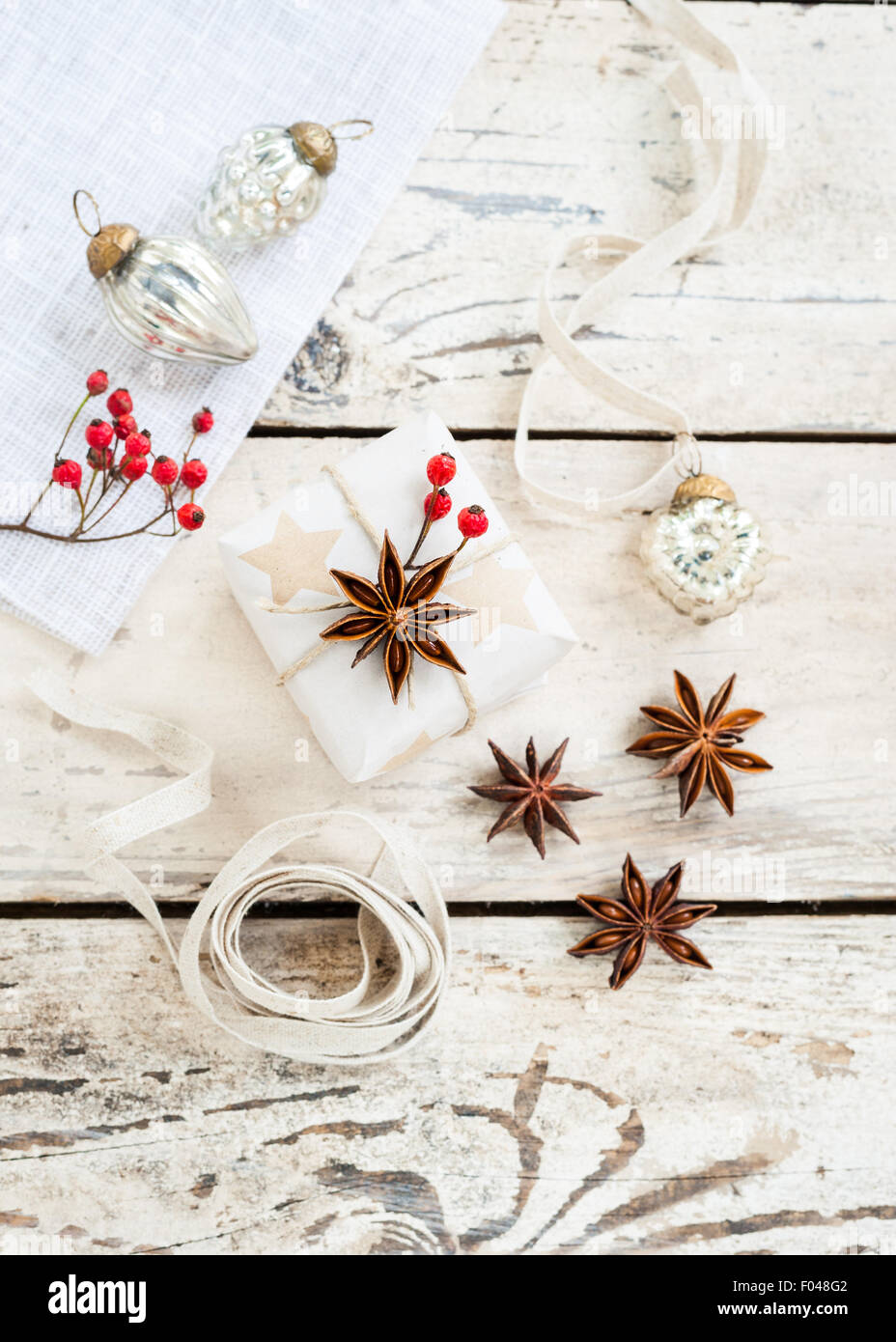 simple natural Christmas gift wrapping - Stock Image