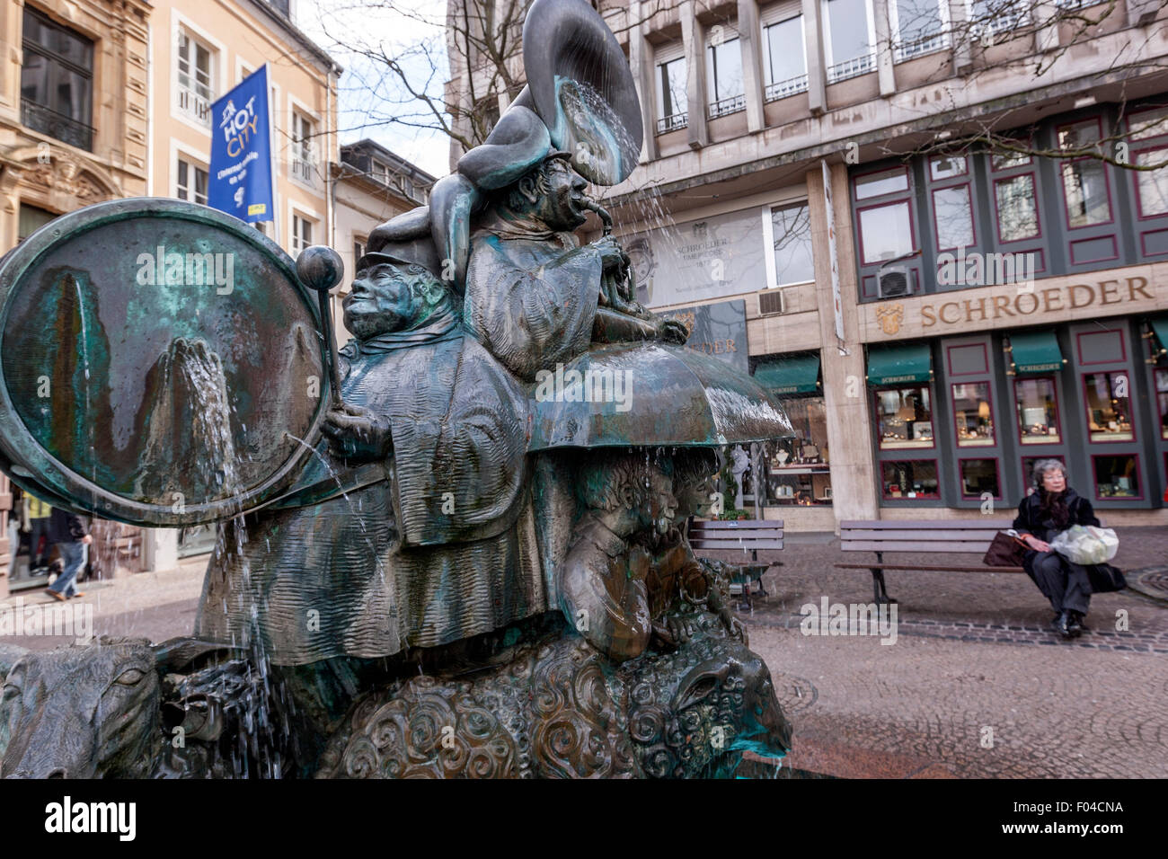Musician's band with sheep fountain, Hmmelsmarsch sculpture, sculptor Wil Lofy, 1982,  in Place du Puits-Rouge, - Stock Image