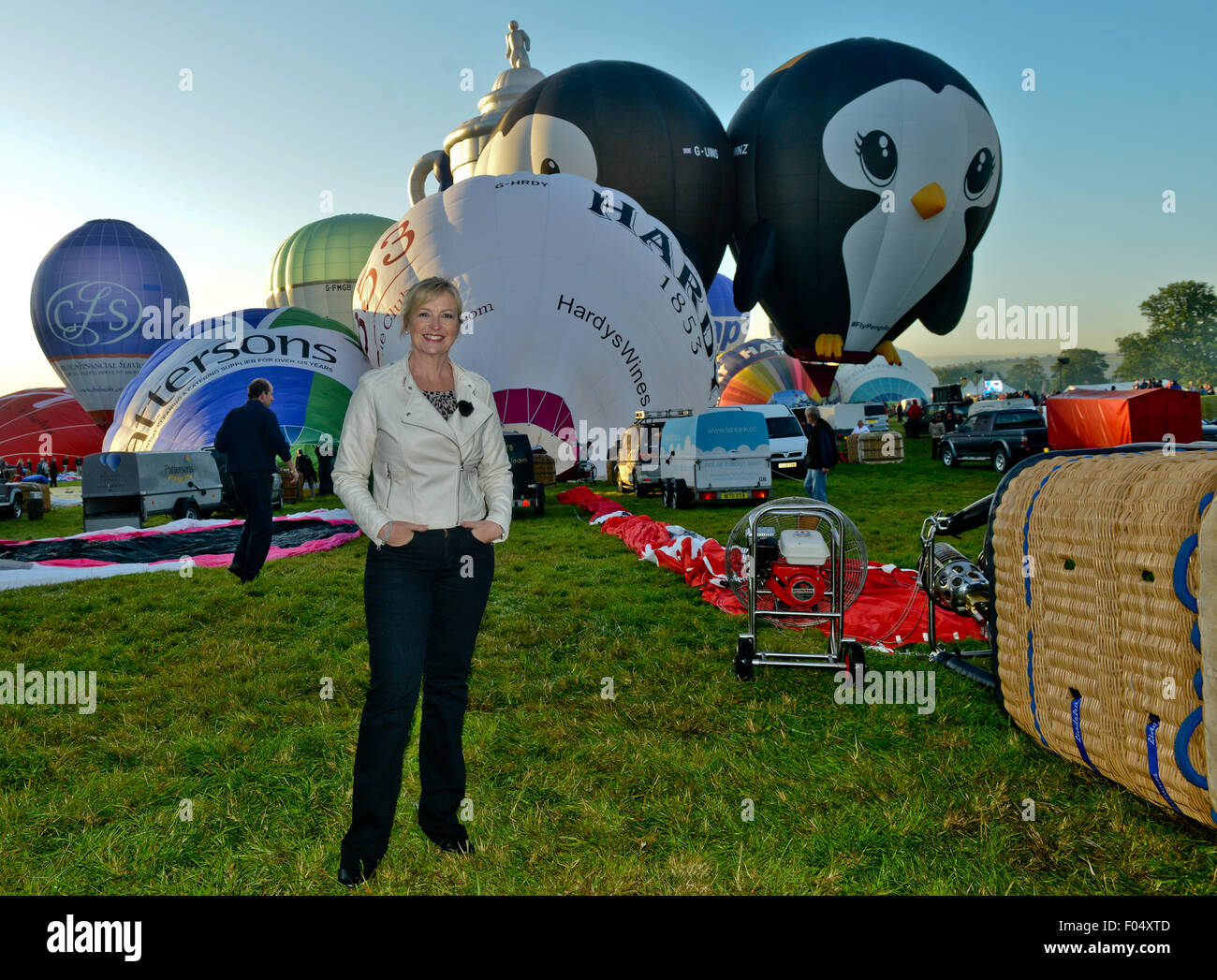 Bristol, UK. 7th Aug, 2015. BBC 1 weather presenter Carol Kirkwood  watches as Over 100 hot air balloons take to - Stock Image