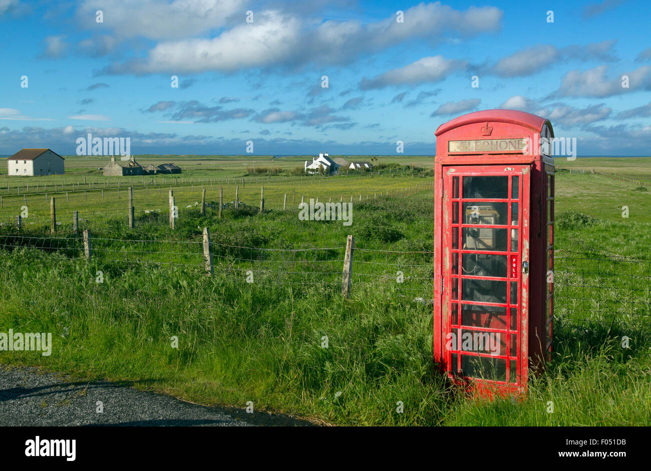 Red telephone box and crofters houses at Baile Mor North Uist Outer Hebrides - Stock Image
