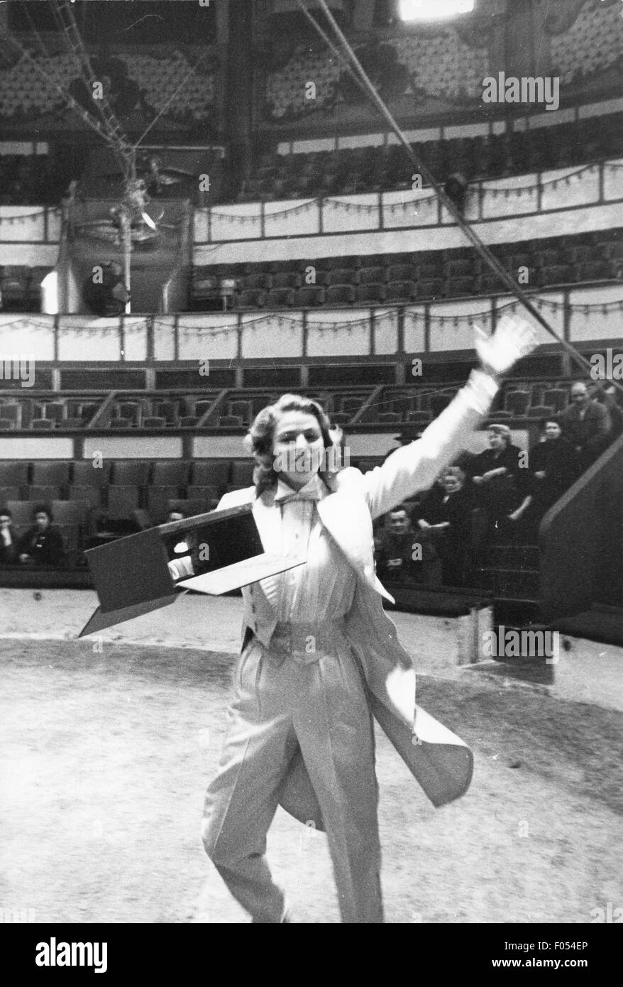Bergman, Ingrid, 29.8.1915 - 29.8.1982, Swedish actress, half length, during rehearsal for gala of the Union des - Stock Image
