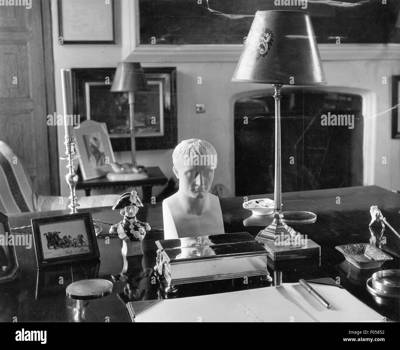 chartwell house study of winston churchill 1953 stock. Black Bedroom Furniture Sets. Home Design Ideas