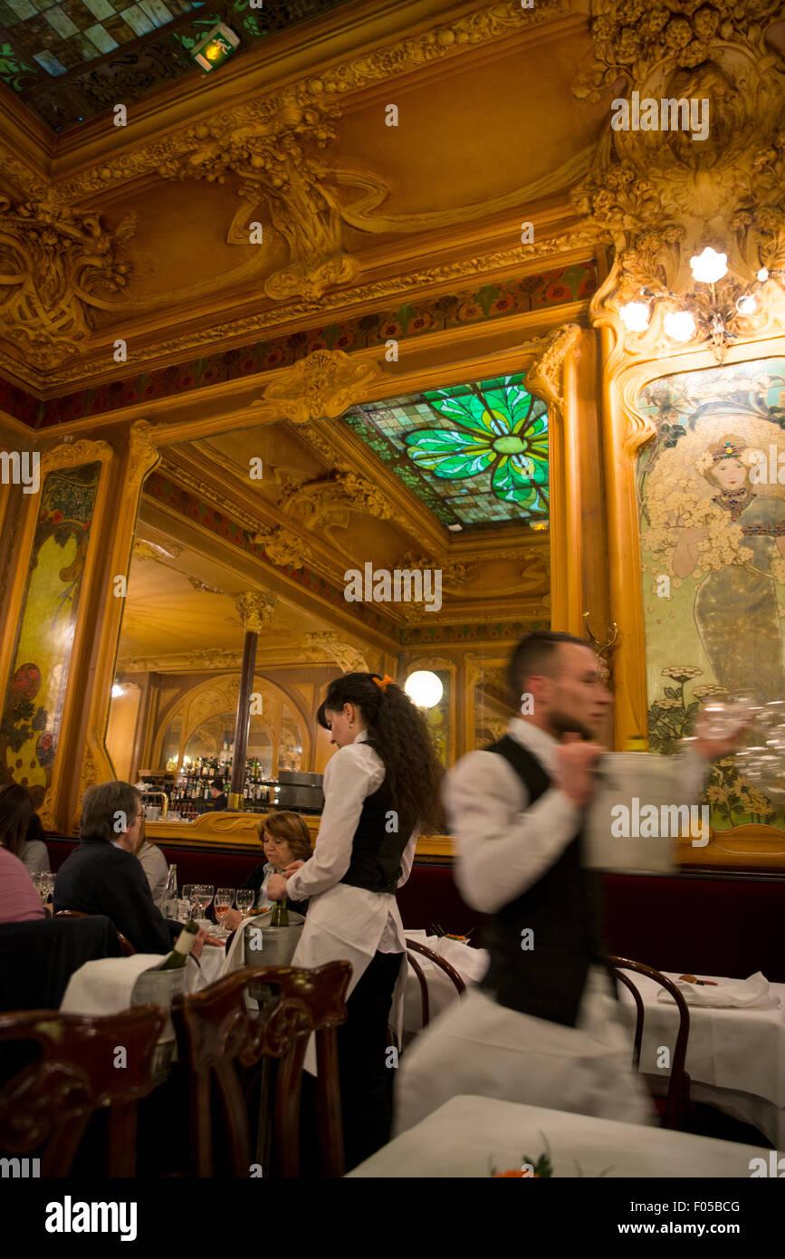 Waiters in Brasserie Julien in Paris, France - Stock Image