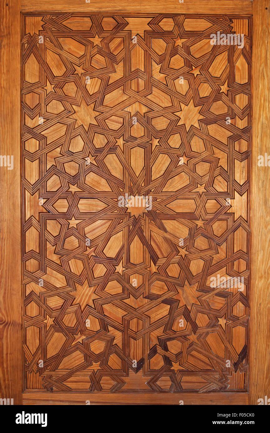 Door detail - Moorish Intricate wood carving - Cuarto Real de Santo Domingo, Granada, Spain - Stock Image