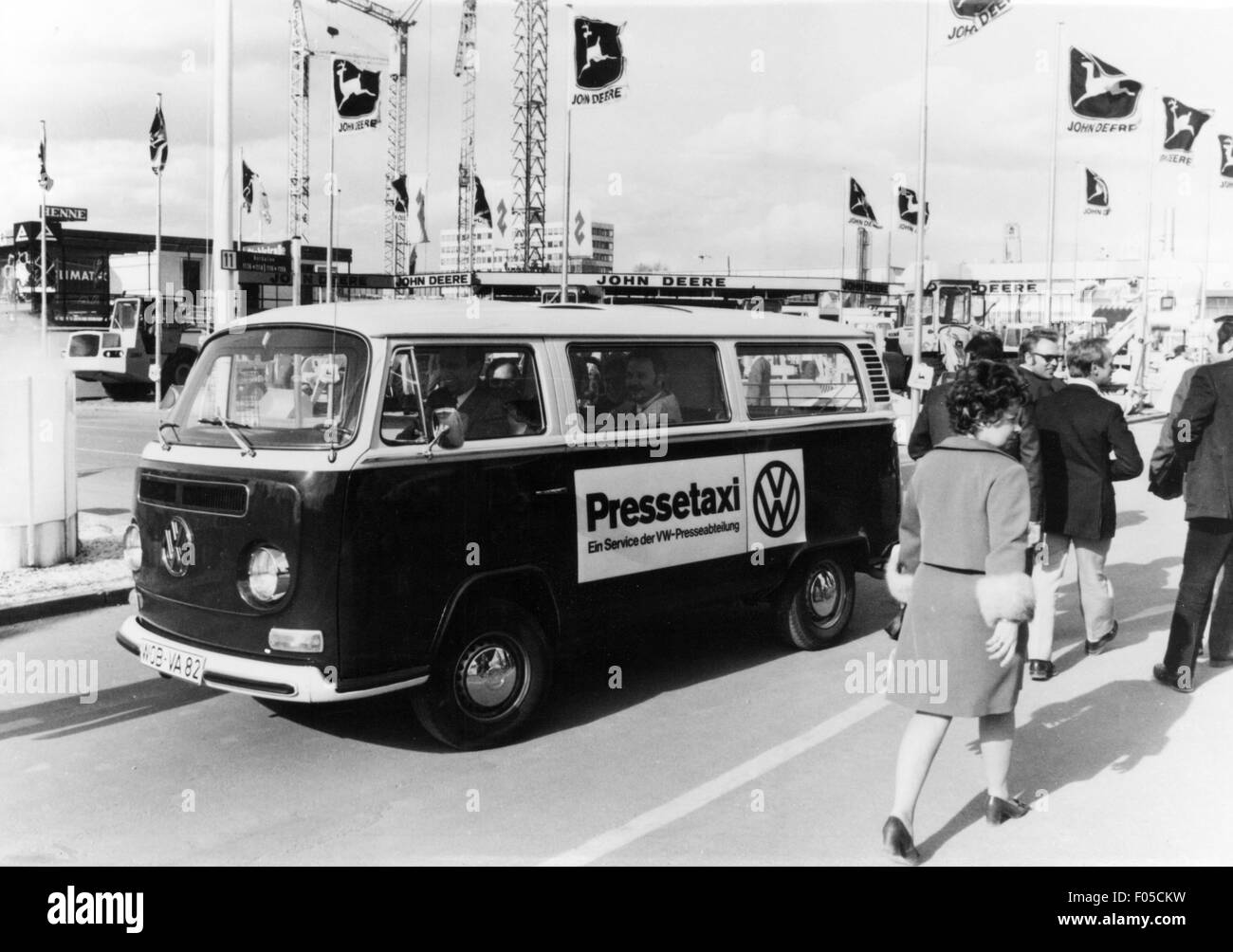 exhibitions, industry, Hanover industrial exhibition, VW T2 minibus as press taxi, 1960s / 1970s, Additional-Rights - Stock Image