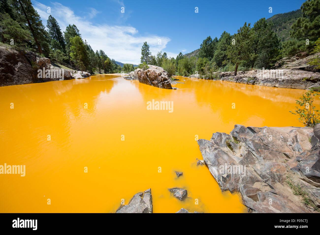 Durango, Colorado, USA. 6th Aug, 2015. Discolored water in the Animas river at Bakers bridge near Durango, Colorado - Stock Image