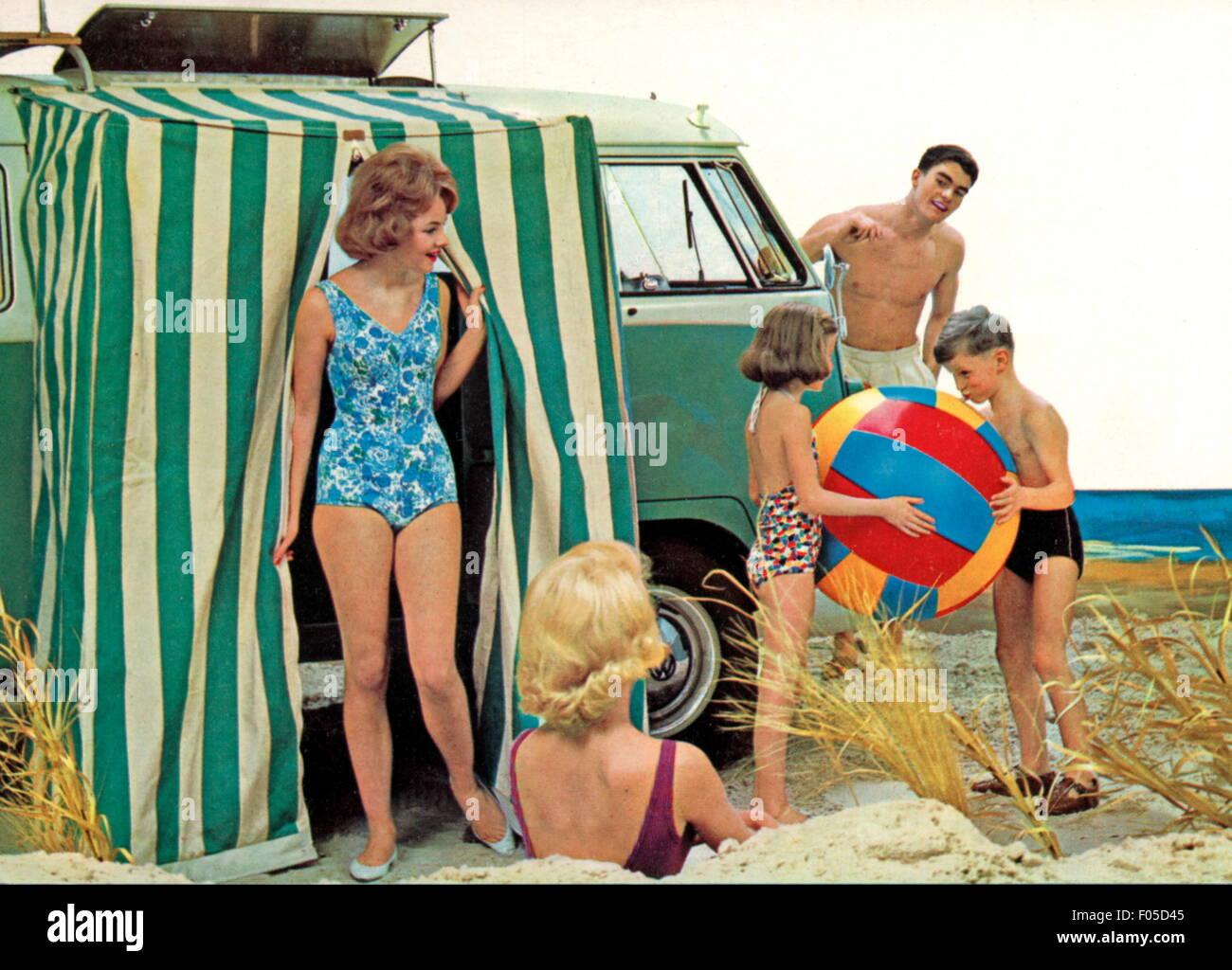 leisure time, excursion, family with VW  minibus on the beach, 1960s, Additional-Rights-Clearences-NA - Stock Image