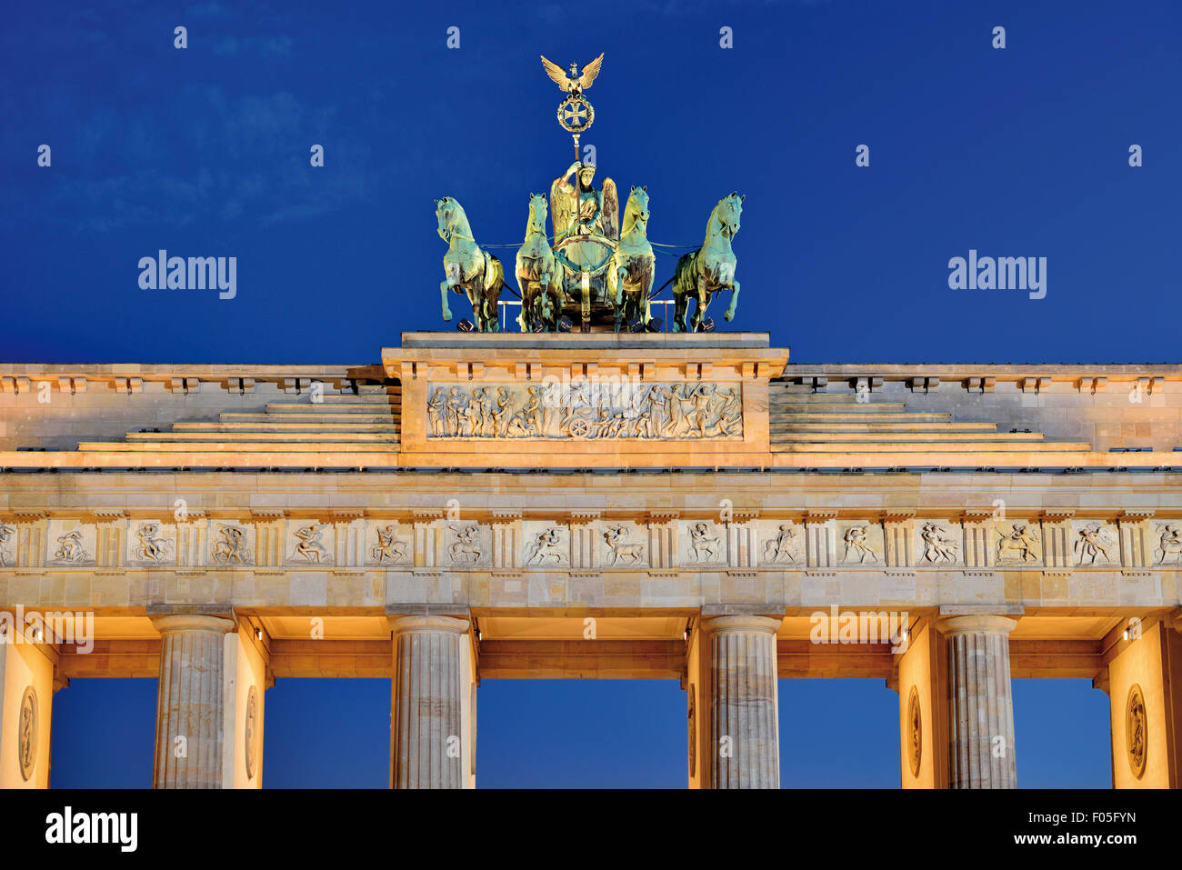Germany, Berlin: Top of the Gate of Brandenburg by night - Stock Image