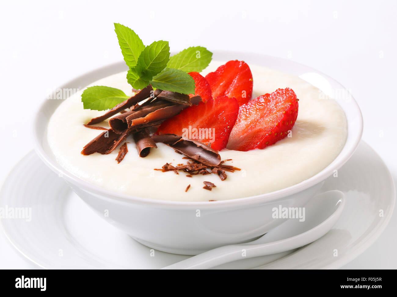 Bowl of semolina pudding with fresh strawberries - Stock Image