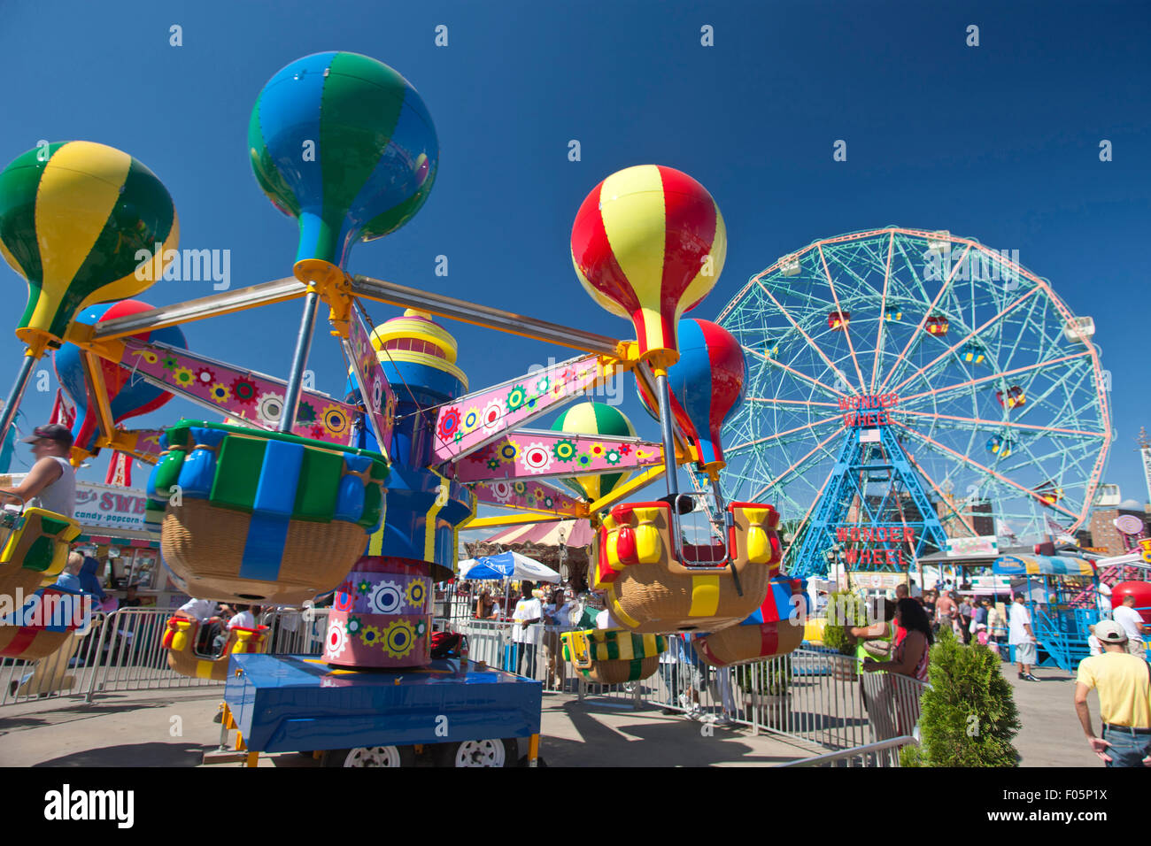 DENO'S WONDER WHEEL AMUSEMENT PARK CONEY ISLAND NEW YORK CITY USA - Stock Image