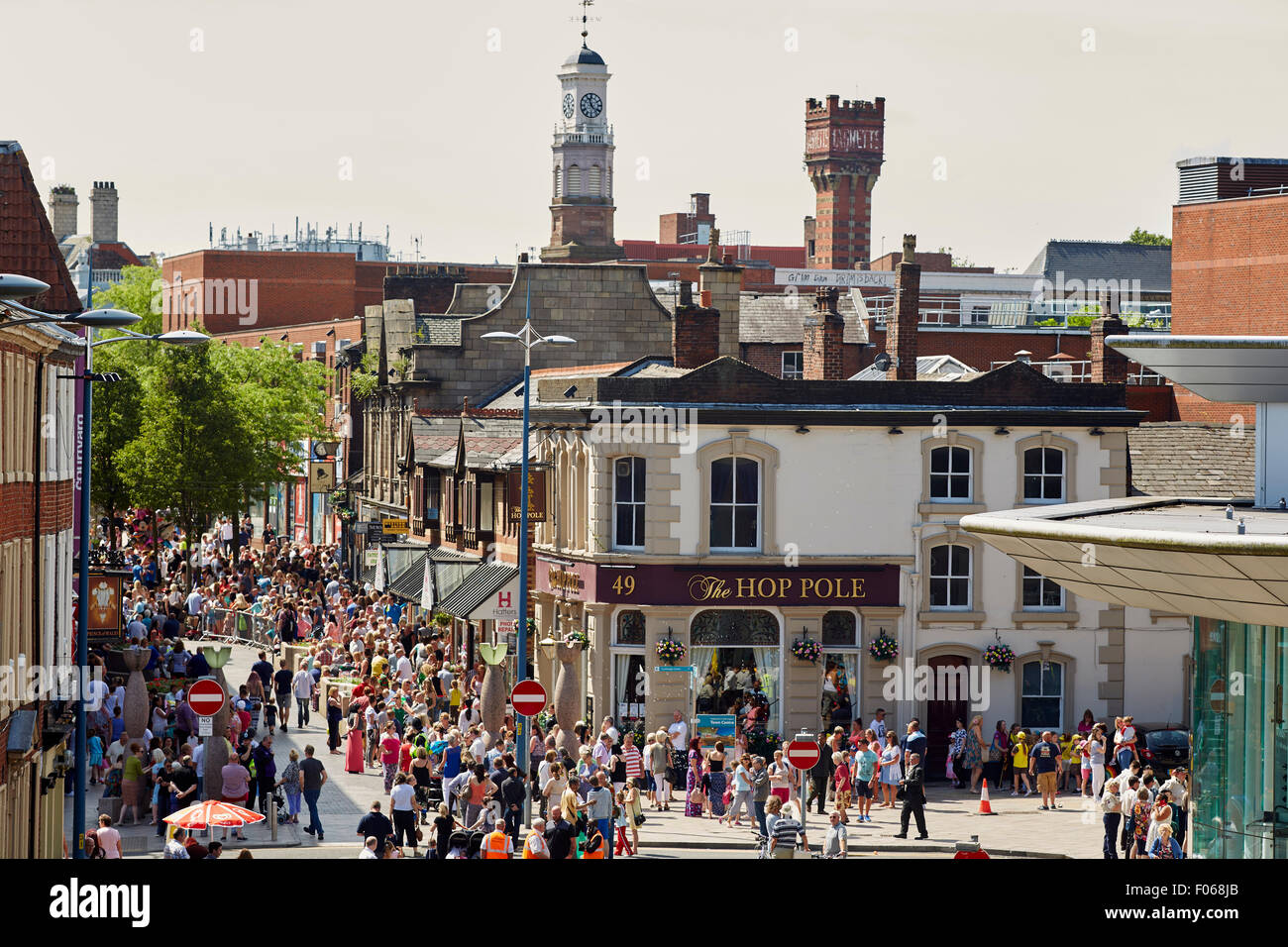 Warrington town centre in Cheshire, 49 Horsemarket street Hop Pole Restaurant   People crowds many crowded community - Stock Image