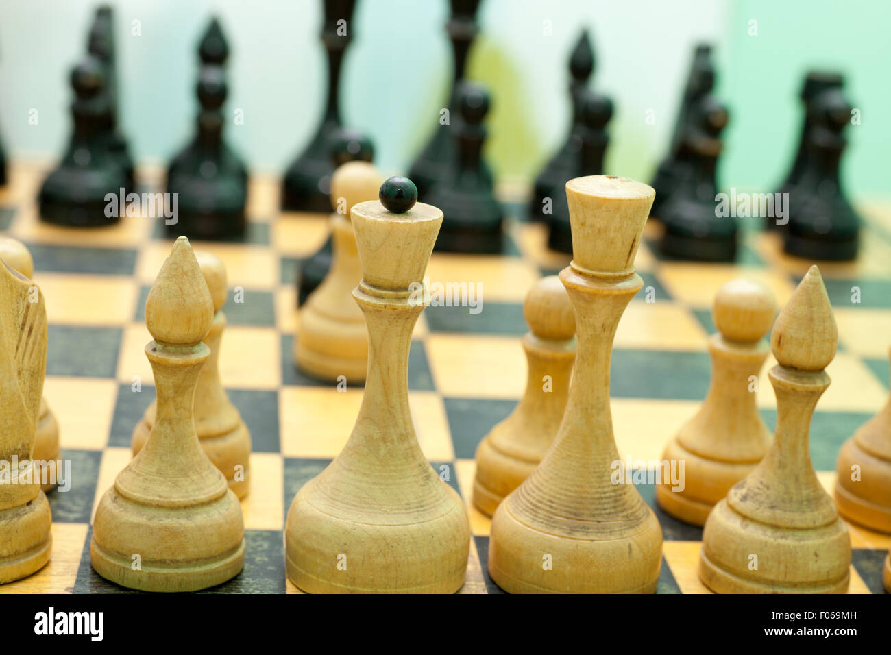 Old styled chess board with figures - Stock Image