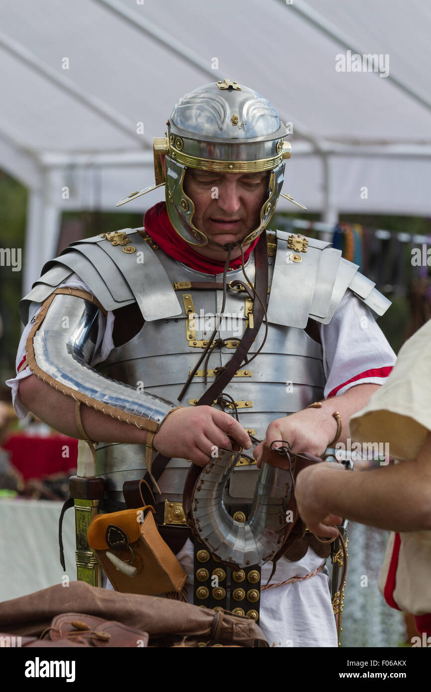 Wallsend, Tyne and Wear, UK. 8th August, 2015. Hadrian Festival at Segedunum Roman Fort: A Roman Gladiator inspects - Stock Image