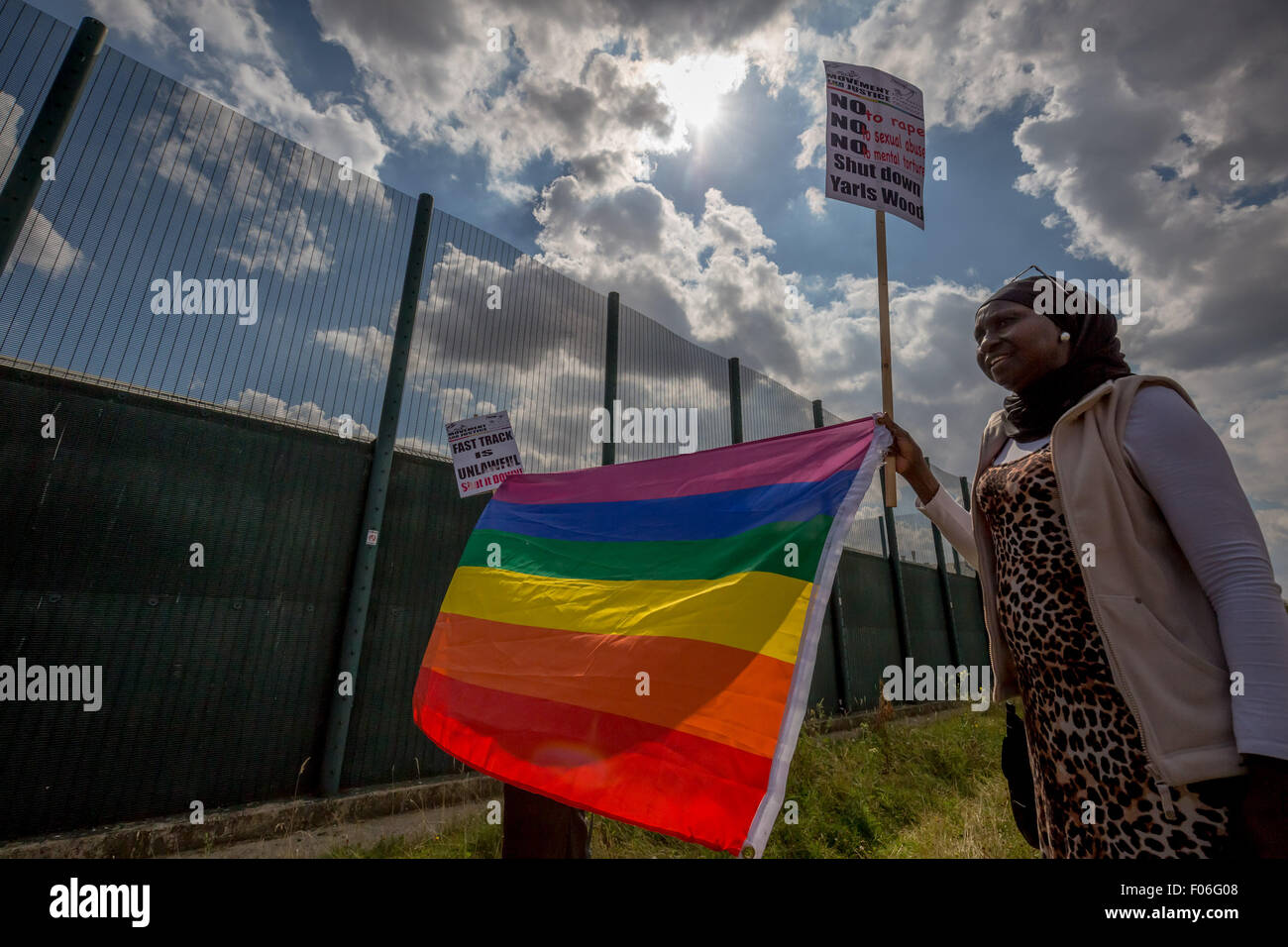 Bedfordshire, UK. 8th August, 2015. Surround Yarl's Wood Detention Centre Protest Credit:  Guy Corbishley/Alamy - Stock Image