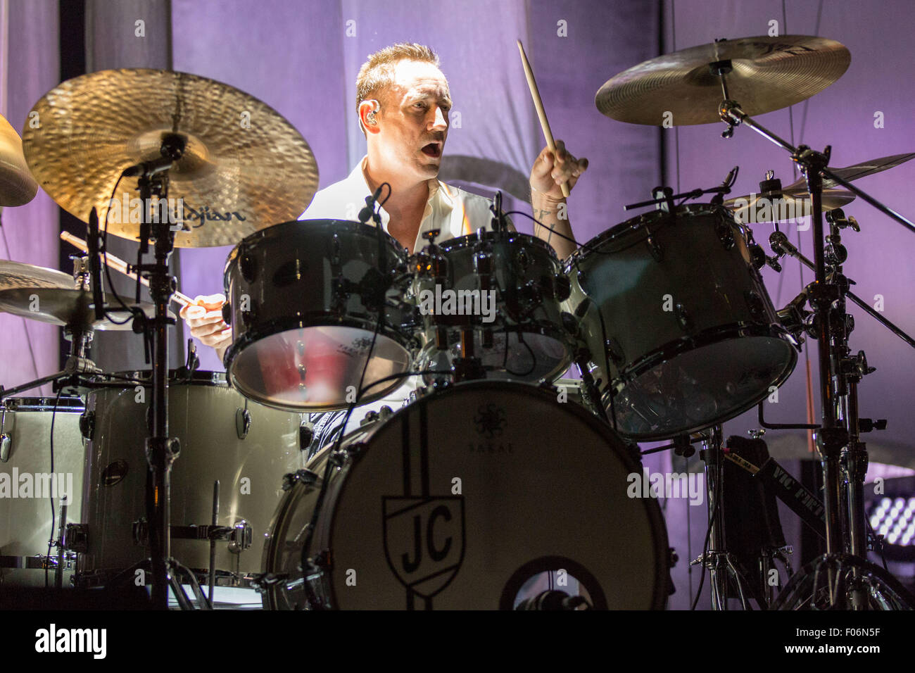 Chicago, Illinois, USA. 7th Aug, 2015. Drummer JIMMY CHAMBERLIN of The Smashing Pumpkins performs live at the FirstMerit - Stock Image