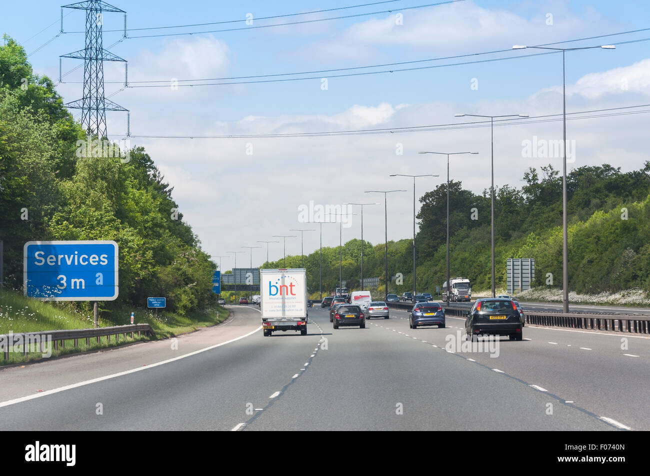 M40 Motorway near junction 1, Buckinghamshire, England, United Kingdom - Stock Image