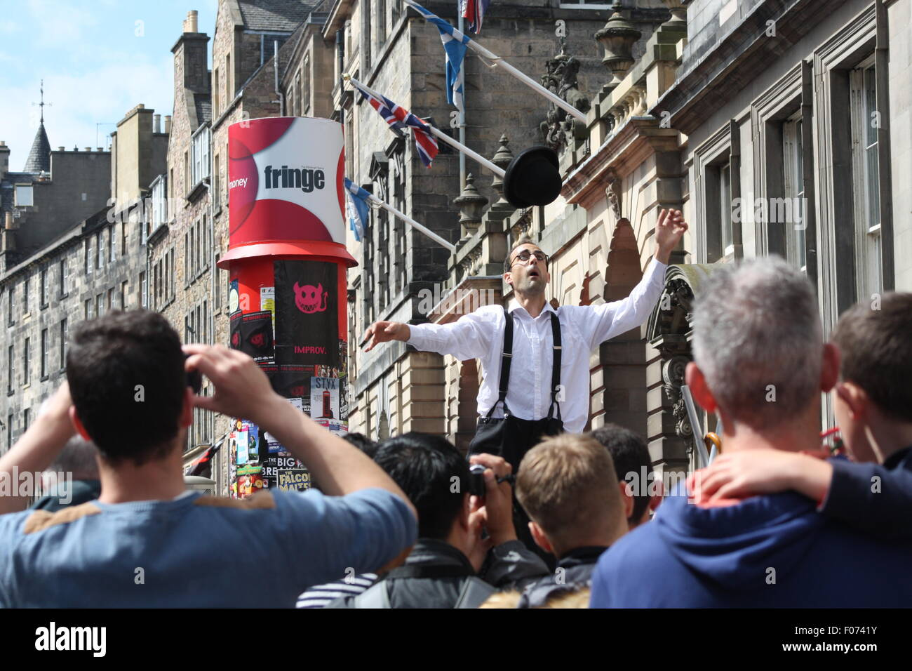 Street performers on the Royal Mile at the Edinburgh Fringe Festival 2015. - Stock Image