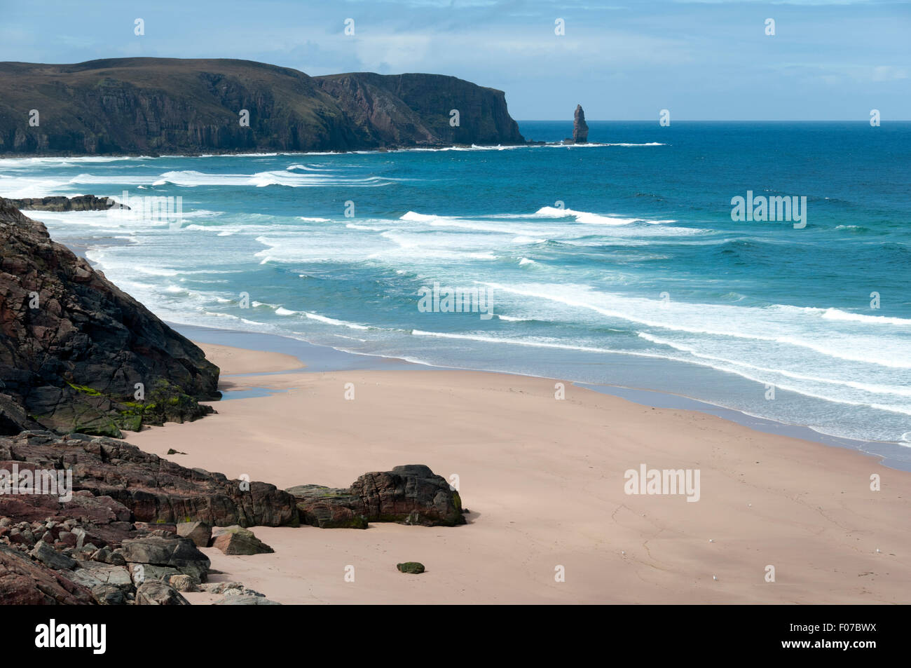 Sandwood Bay with the the Am Buachaille sea stack in the distance.  Sutherland, Scotland, UK - Stock Image