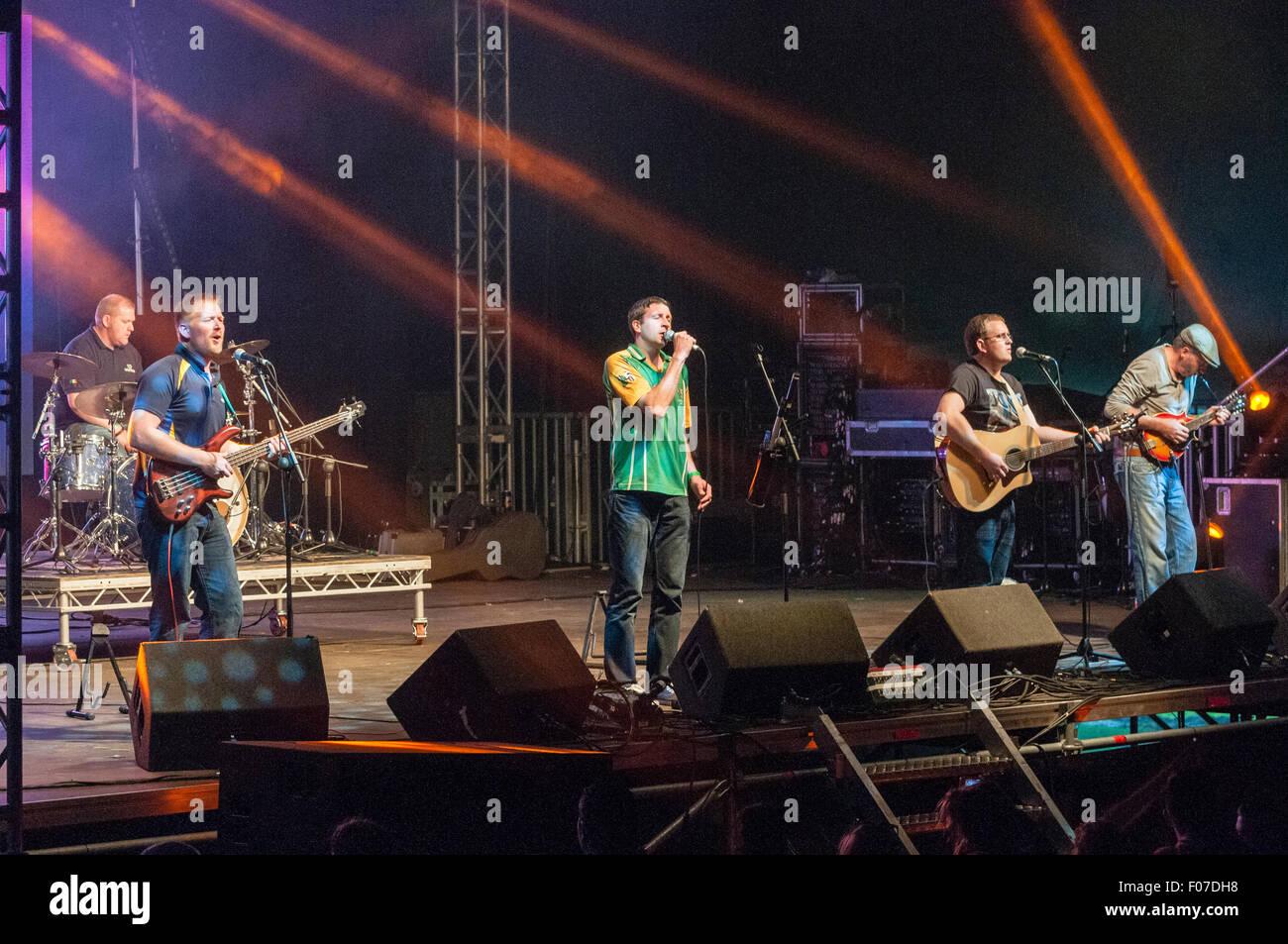 "Belfast, Northern Ireland. 08 Aug 2015 - Irish band ""Rebel Hearts"" play Feile an Phobail. Credit:  Stephen Barnes/Alamy Stock Photo"