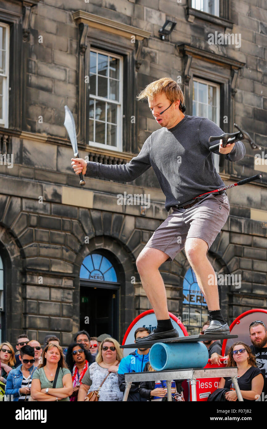 Daniel Zindler from Canada performing a juggling and balancing act in the Royal Mile, Edinburgh during the Edinburgh - Stock Image