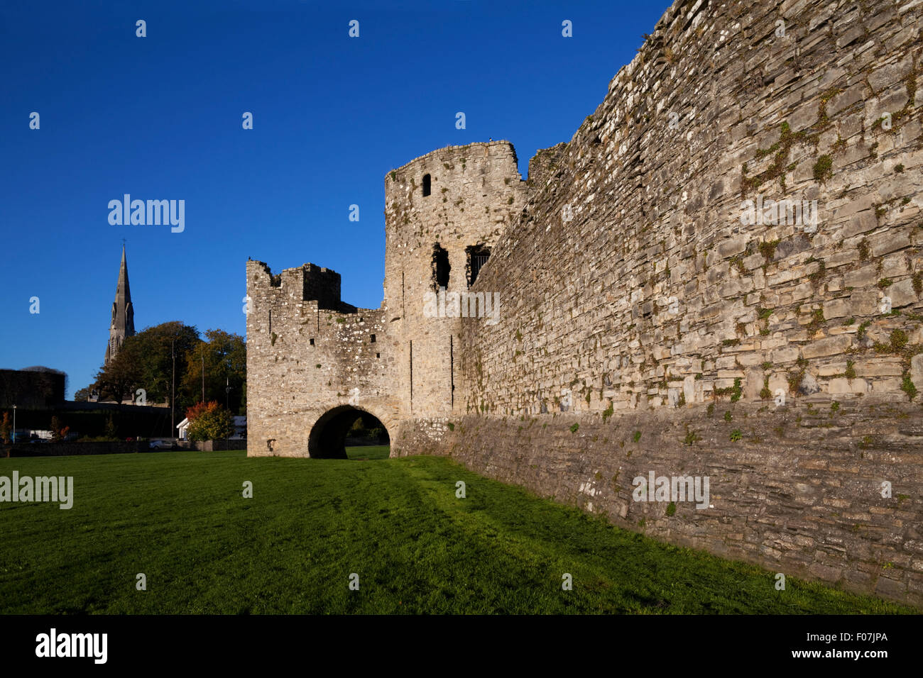 Trim Castle on the bank of the River Boyne, used as a film location for 'Braveheart' Largest Irish Anglo - Stock Image