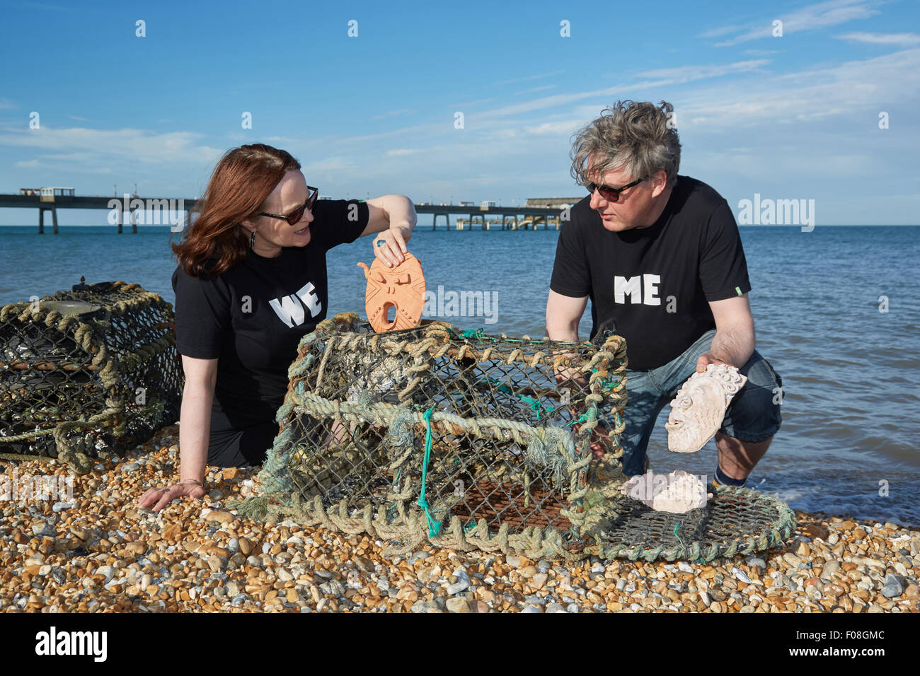 Deal, Kent, UK, Sunday 9th August 2015. Kate Davis and David Moore on Deal beach putting 'Cabbo' masks into lobster Stock Photo