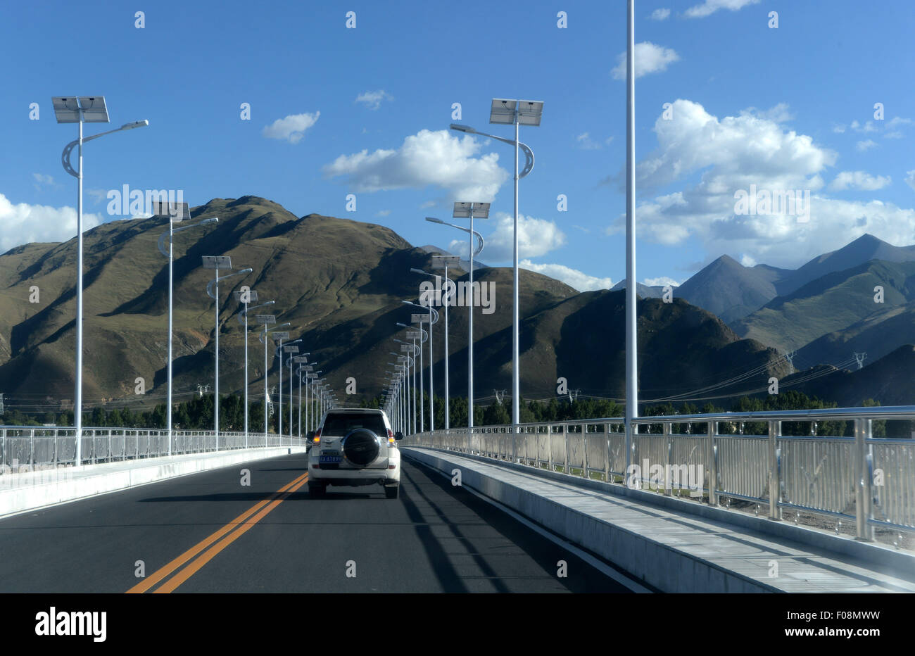 (150810) -- LHASA, Aug. 10, 2015 (Xinhua) -- Photo taken on Aug. 8, 2015 shows the Dagze Bridge over Lhasa River, - Stock Image