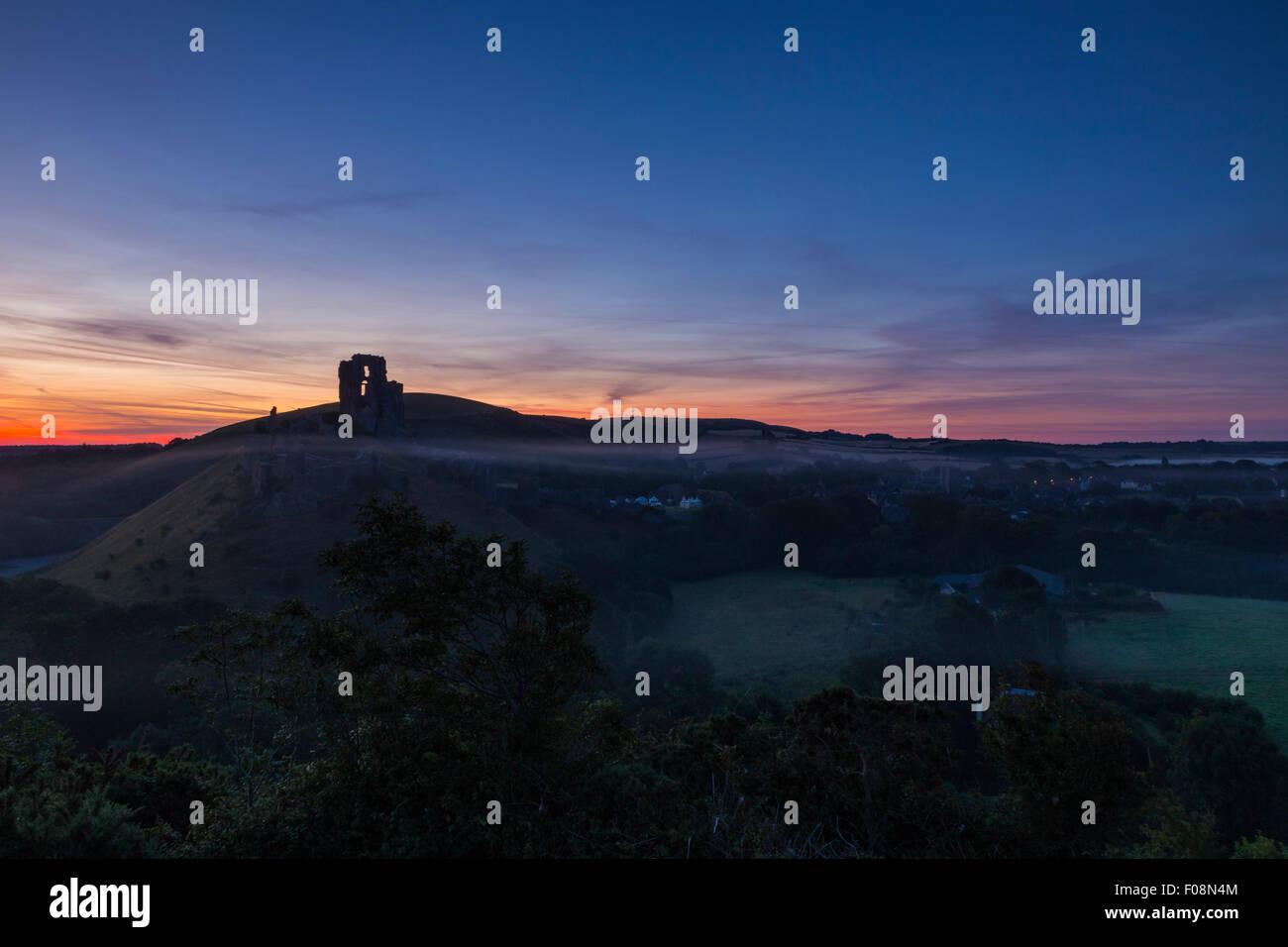 Sunrise over the ruins of Corfe Castle, Isle of Purbeck, Dorset, England, United Kingdom Stock Photo