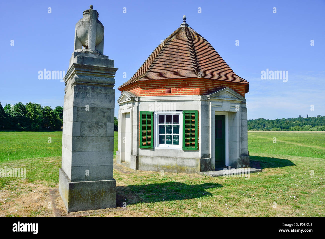 Lutyen's Kiosk and Magna Carta Memorial at entrance to Runnymede Meadows, Runnymede, Surrey, England, United - Stock Image