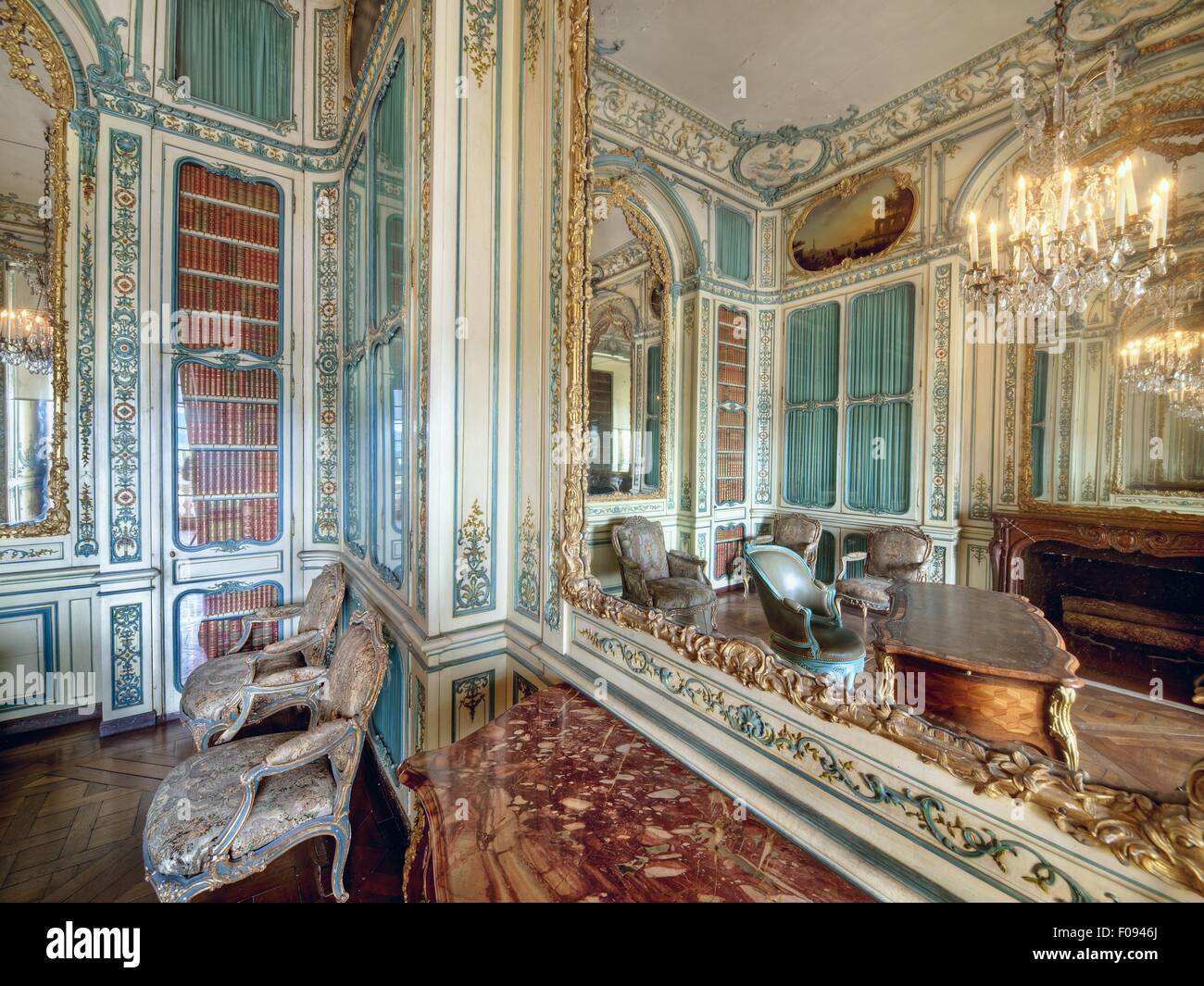 Interior of living room of Versailles at Versailles Palace, France ...