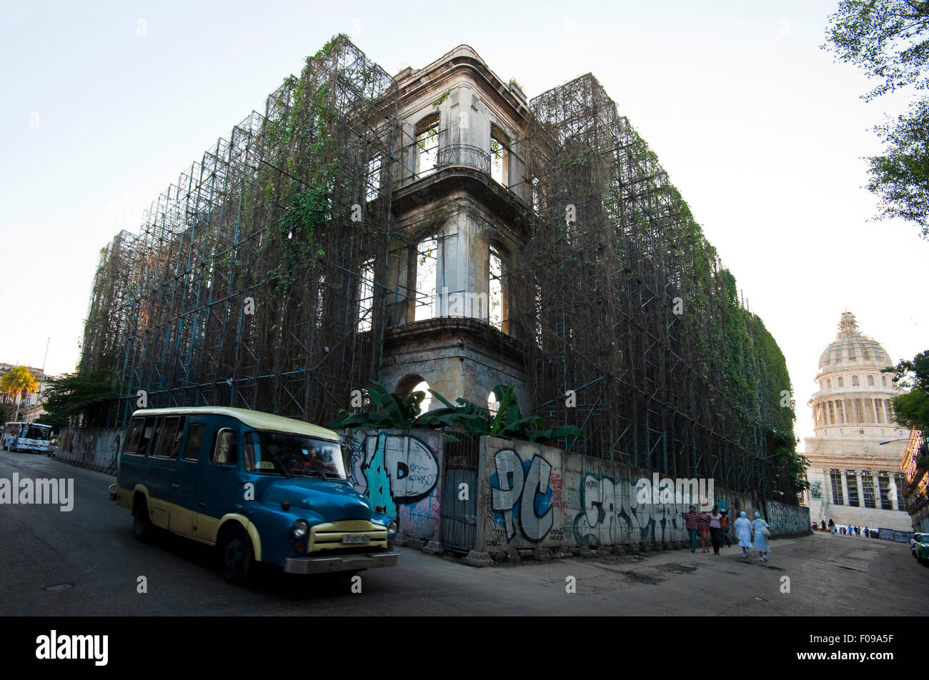 Horizontal street view of the dilapidated Hotel Revolution building held up with scaffolding in Havana, Cuba. - Stock Image