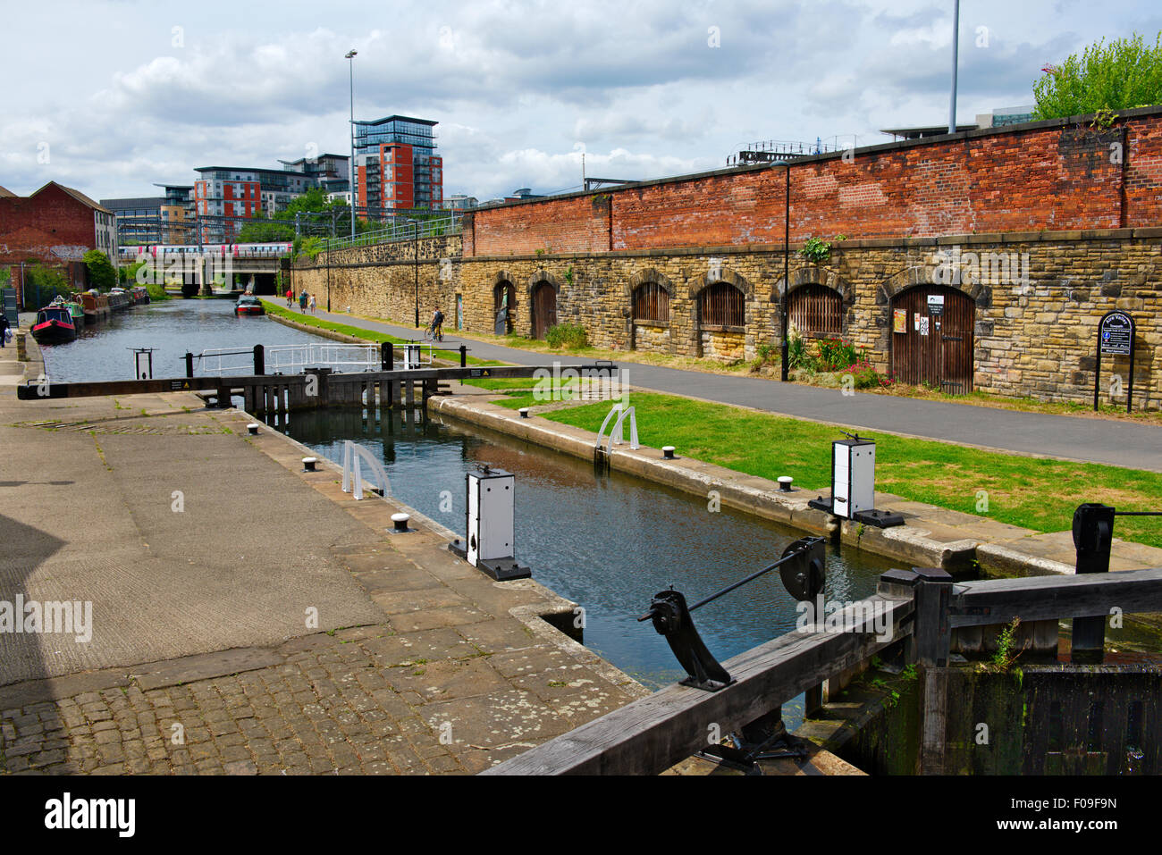 Lock in Leeds and Liverpool Canal in central Leeds, West Yorkshire, UK - Stock Image