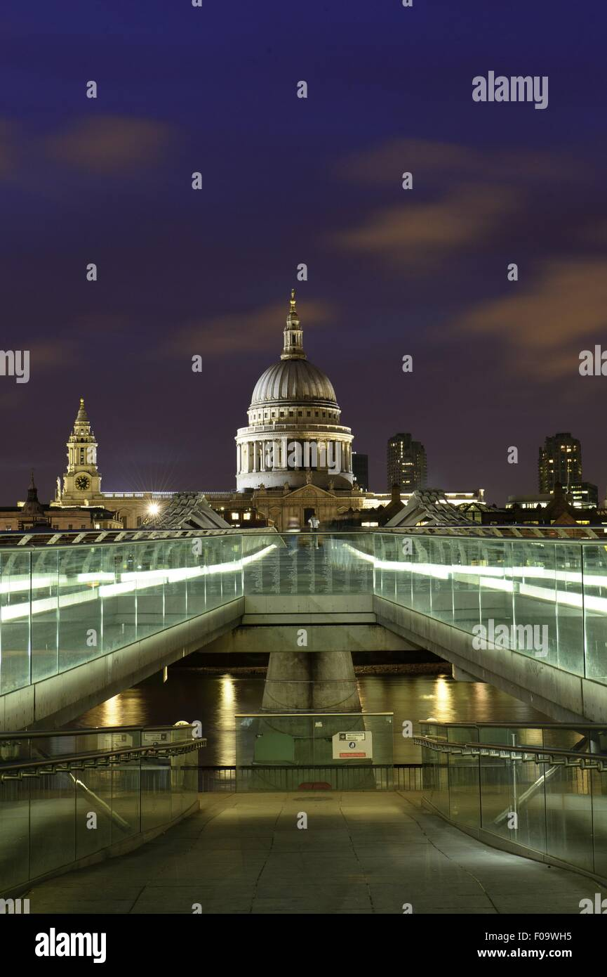 View of Millennium Bridge, Tate Modern and St Paul's Cathedral at dusk, London, UK - Stock Image
