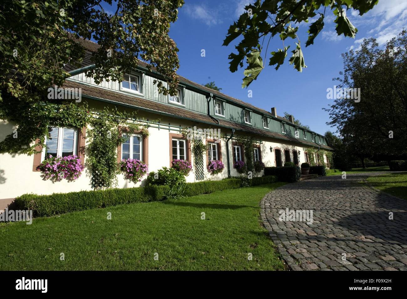 View of Romantik Hotel Linslerhof in Saarlouis, Saarland - Stock Image