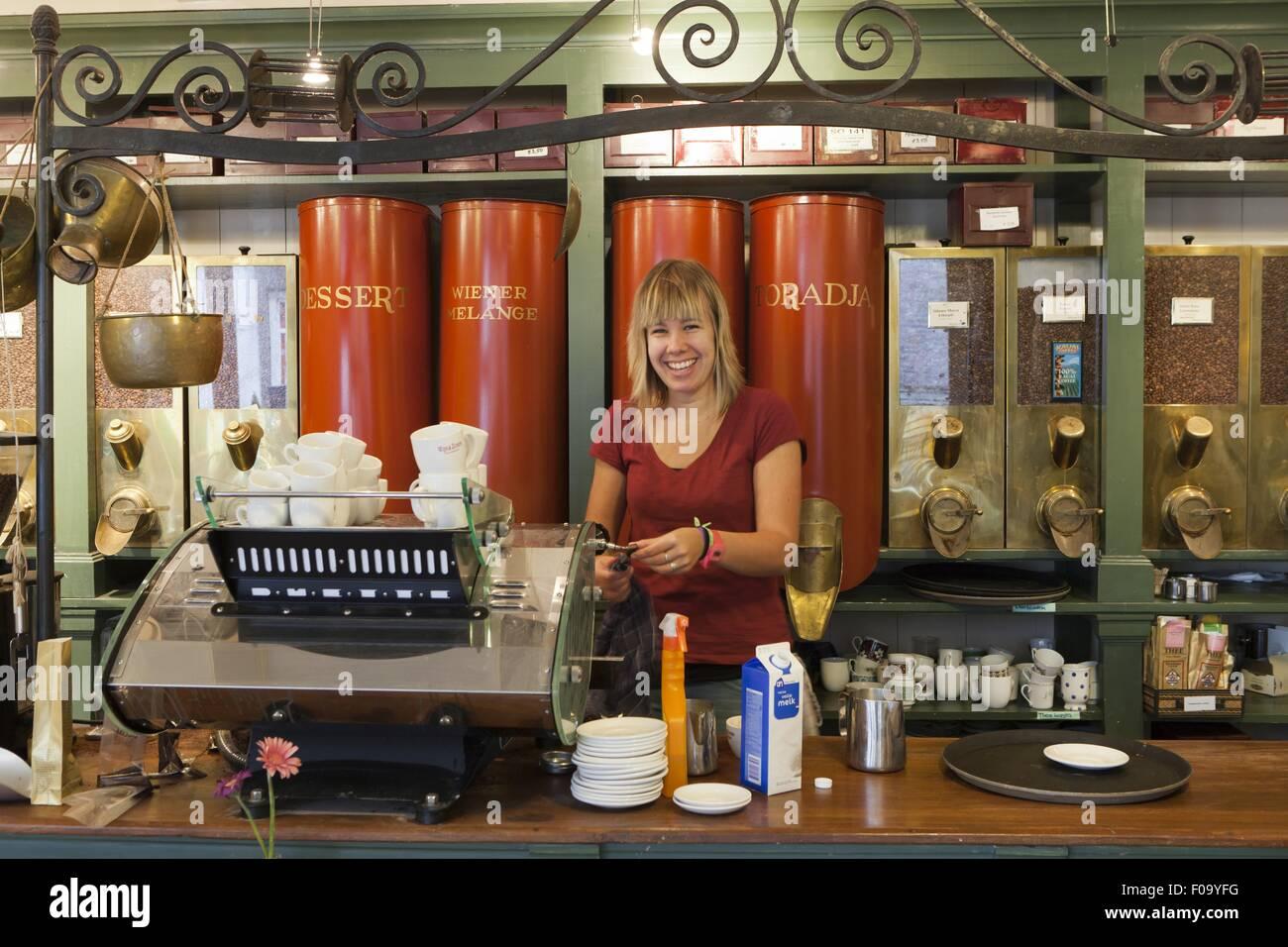 Woman working in Wijs & Zonen Koffie en Thee, Zeedijk, Amsterdam, Netherlands - Stock Image