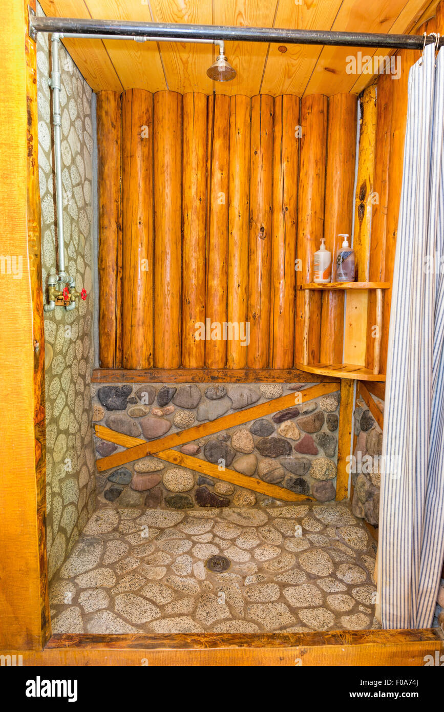 Log and stone shower in a log cabin at Minam River Lodge in Oregon's Wallowa Mountains. - Stock Image