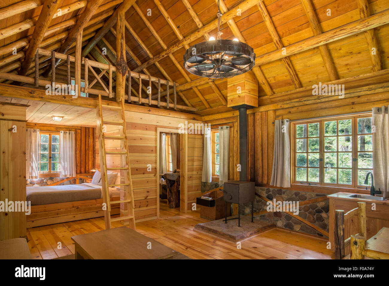 Interior of a log cabin at the Minam River Lodge in Oregon's Wallowa Mountains. - Stock Image