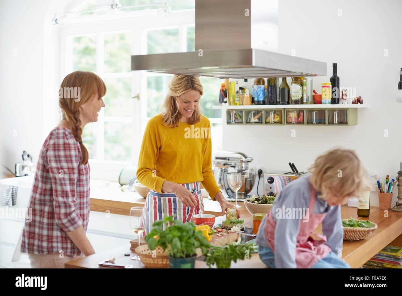 Women preparing meal in kitchen - Stock Image